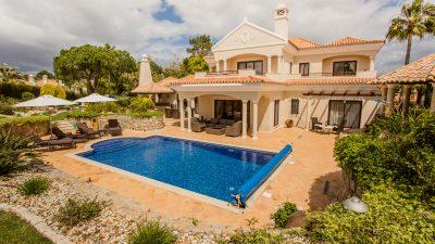 Classical Villa Pinheiros Altos