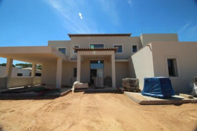 Five bedroom new villa in Vila Sol