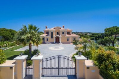 Six bedroom villa close to the beach