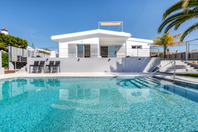 New Four bedroom villa close to the beach