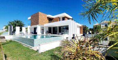 Modern luxury villa close to the beach