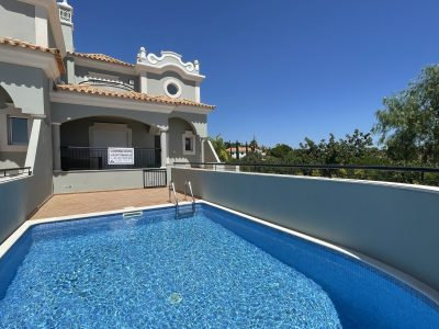 New 3 bedroom townhouse with pool